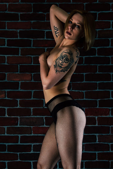 LUNA VELOUR ➨ Gogo-Tänzerin aus Bern ✓ blonde Haare ✓ sexy Tattoos ✓ HOT and SEXY ✓
